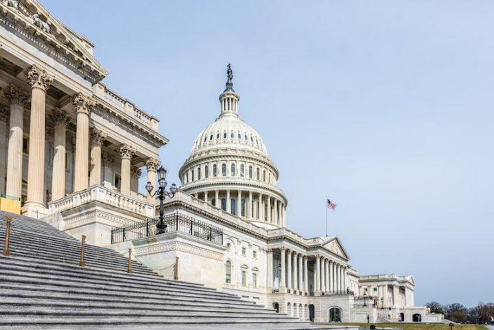 Los legisladores de Estados Unidos se vuelcan a las redes
